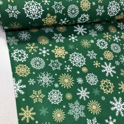 Коледен плат в зелено със снежинки