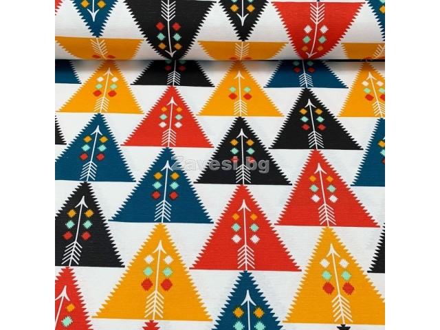 Плат за плътна завеса с триъгълници в оранжево, червено и черно
