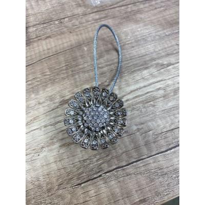 Кръгла магнитна щипка с декорация от камъчета