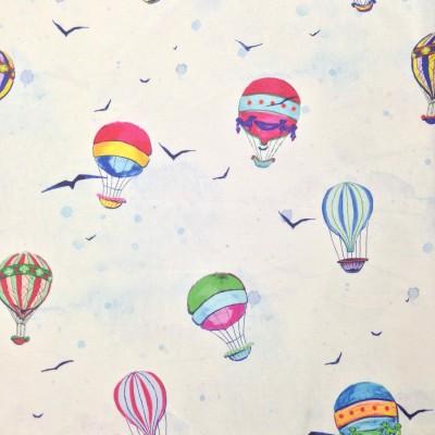 Плат за плътна детска завеса с балони на бял фон