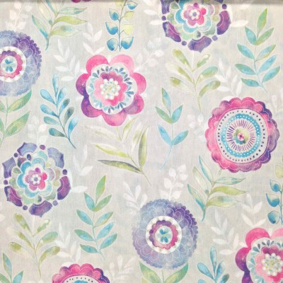 Curtain with stylized flowers in pink and purple