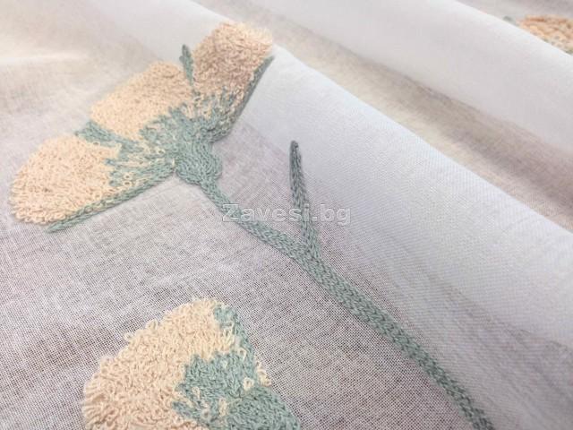 Плат за тънко перде с бродирани цветя в цвят праскова