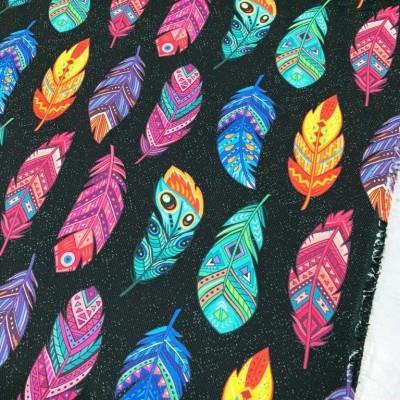 Дамаска с дигитален печат Цветни пера на черен фон