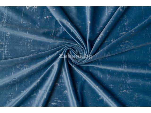 Едноцветен плат за плътна завеса тип кадифе в синьо с шарка