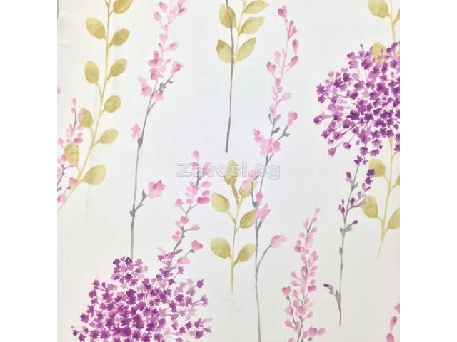 Плат за плътна завеса димаут с флорален десен в лилавата гама