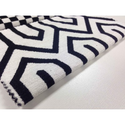 Дамаска Азур с геометрични форми в черно и бяло