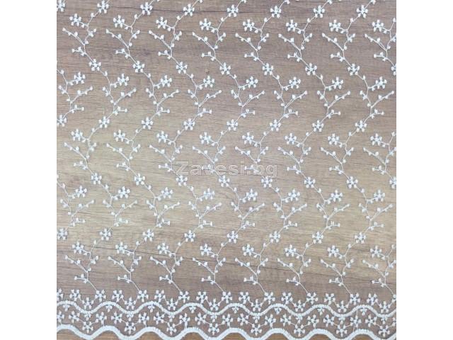 Плат за тънко перде бродерия в бяло на клонки