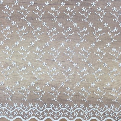 Curtain embroidery in white with twigs