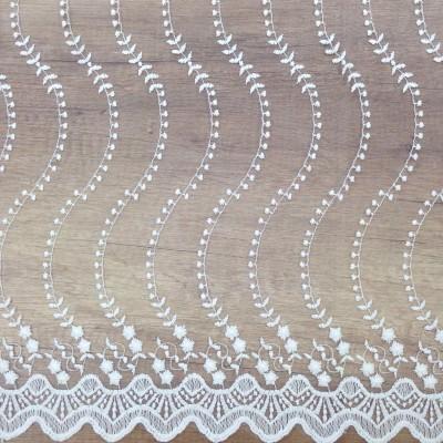 Плат за тънко перде бродерия в бяло с фистон