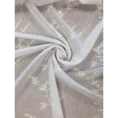 Плат за тънко перде имитиращо лен с бродерия в бяло