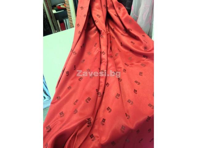Сатениран плат за плътна завеса в червено