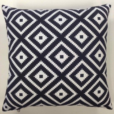 Decorative pillow case in black and white size 43/43