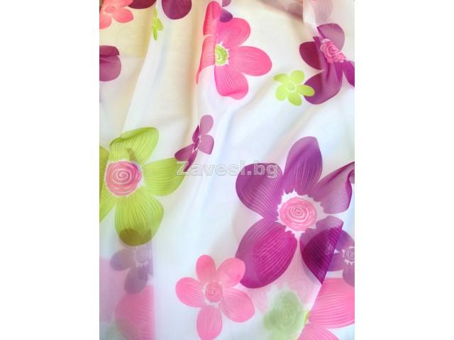 Плат за тънко перде Silan на лилави и зелени цветя