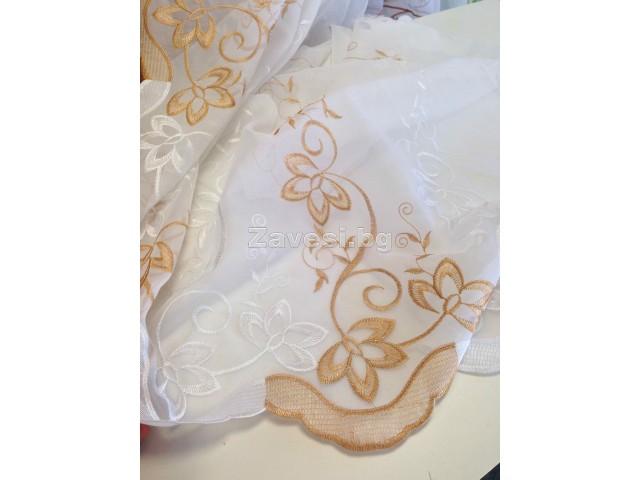 Плат за тънко перде с флорални елементи в бяло и кафяво