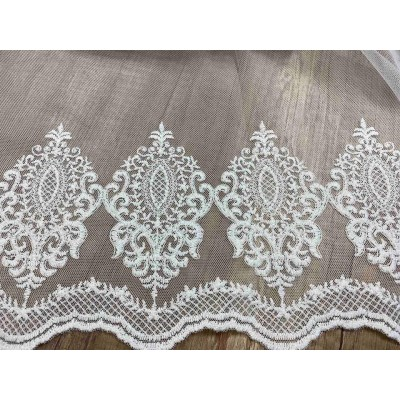Curtain in white with embroidery
