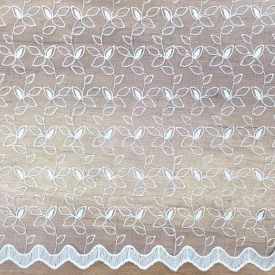 Плат за тънко перде с бродерия в бяло на листа
