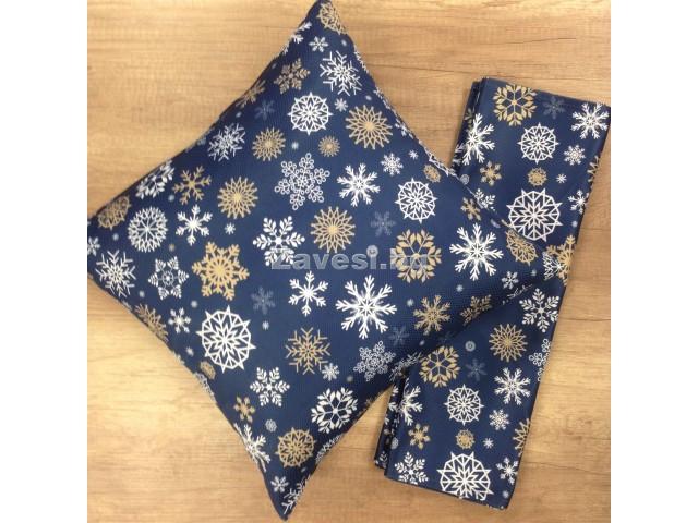 Комплект тишлайфер и възглавничка в синьо със снежинки