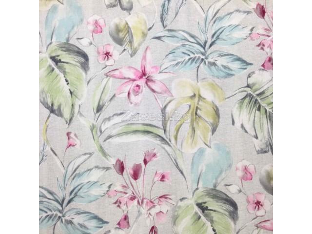 Плат за плътна завеса с тропически листа и цветя в бледи нюанси