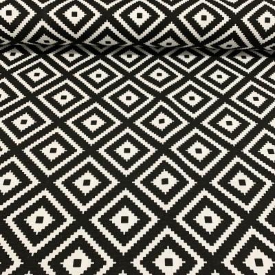 Дамаска с геометрични форми в черно и бяло