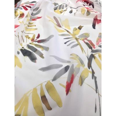 Плат за тънко перде с листа в жълто и червено на бял фон