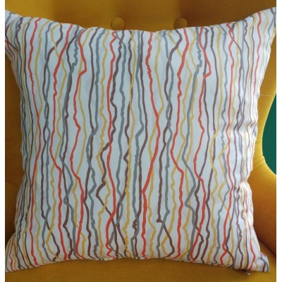 Decorative pillow case with lines in red, yellow and grey size 43/43