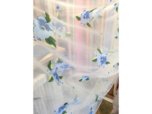 Плат за тънко перде тип воал със сини цветя