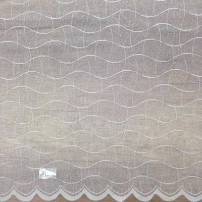 Дантела в бяло с вълнообразни линии