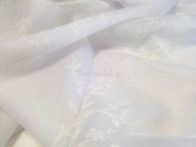 Плат за тънко перде тип воал в бяло с бели флорални мотиви