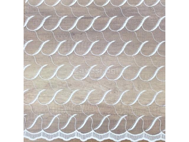 Плат за тънко перде бродерия в бяло на линии с фистон