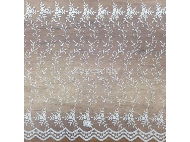 Плат за тънко перде бродерия в бяло с флорални мотиви