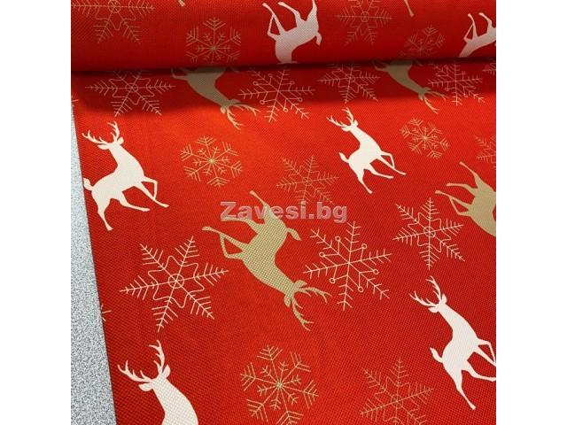 Коледен плат в червено с елени и снежинки