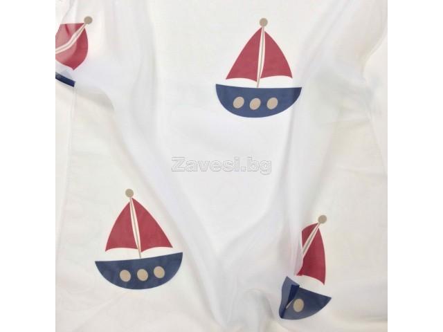 Плат за тънко детско перде с корабчета в синьо и червено