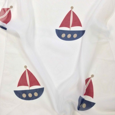 Curtain for children with ships in blue and red