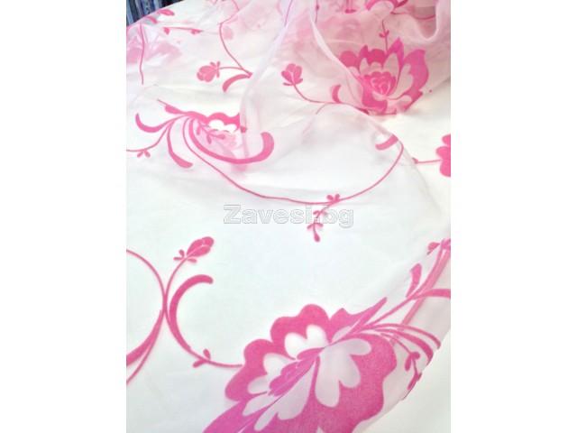 Плат за тънко перде с релефни цветя в розово