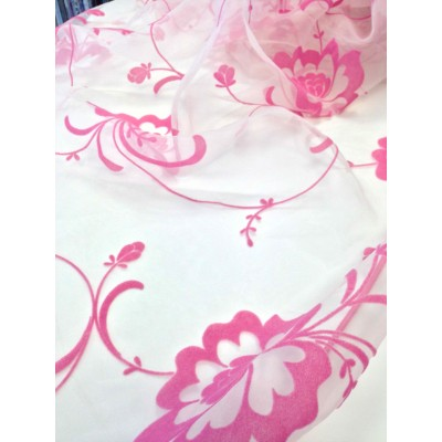 Curtain with embossed flowers in pink