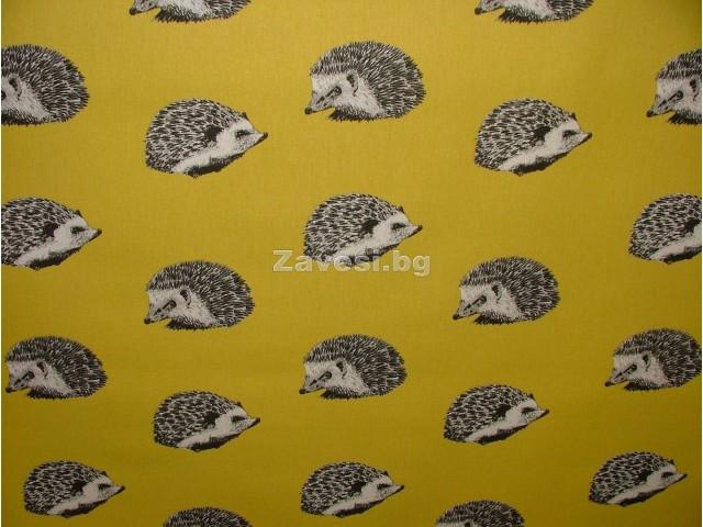 Плат за плътна завеса с таралежи на жълт фон