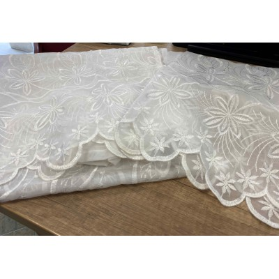 2 pcs curtains with embrodery in white 0,70/2,25m