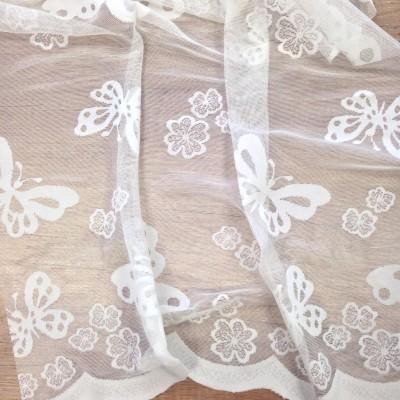 Плат за тънко перде с пеперуди в бяло