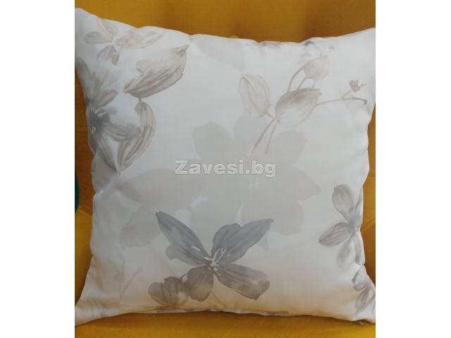 Калъфка за декоративна възглавничка с цветя в бежово и сиво размер 43/43